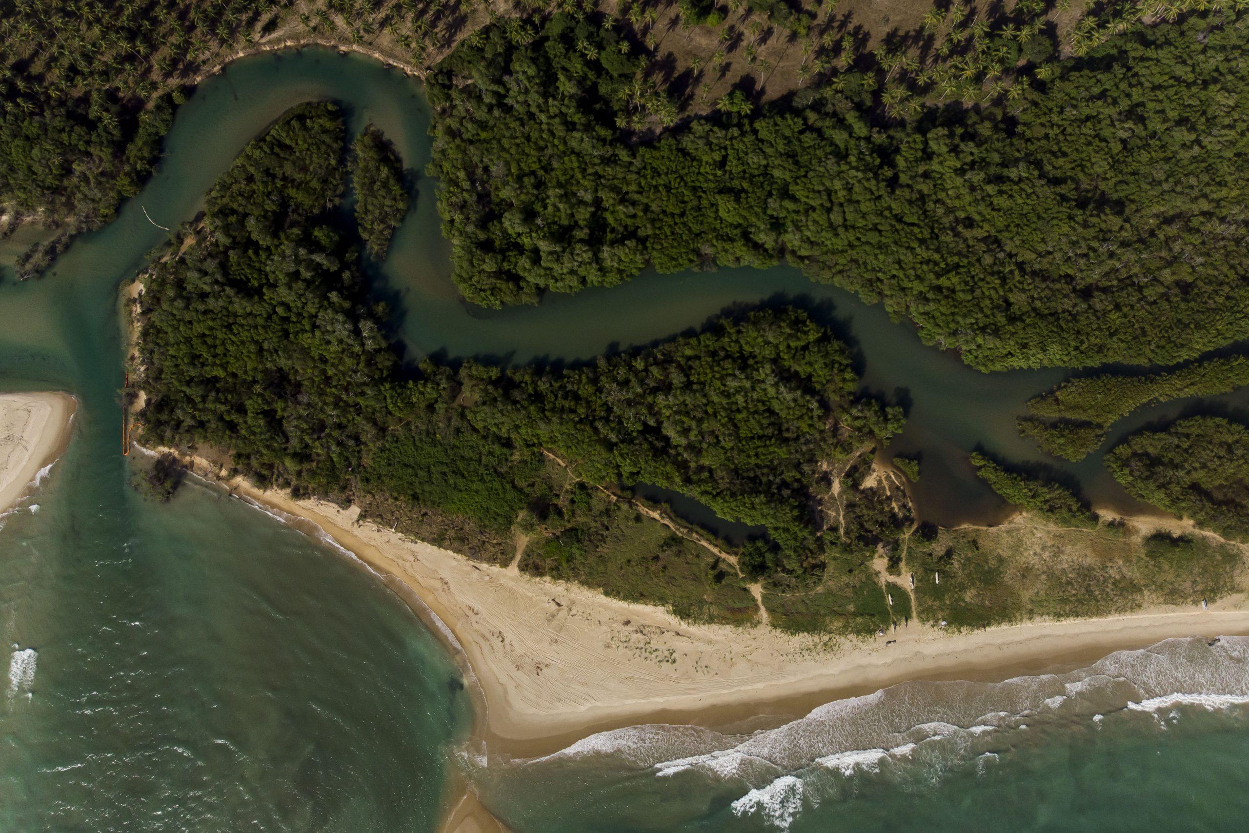 Imagens aéreas na costa de corais na região de Tamandaré, PE